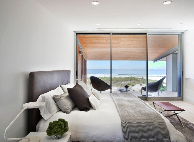 Hint-of-leather-brings-elegance-to-the-amazing-bedroom-with-ocean-view.jpg